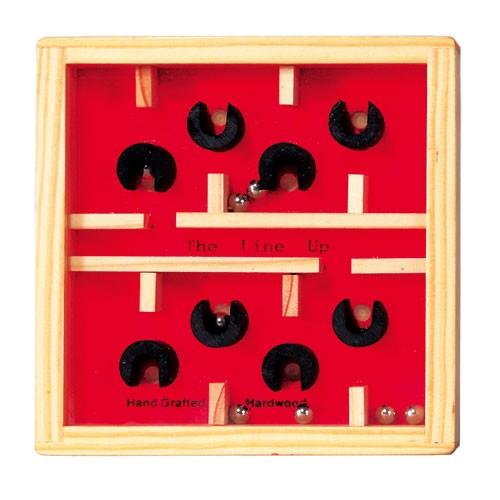 Labyrinth Gesellschaftsspiel aus Holz rot/natur mit Metallkugel