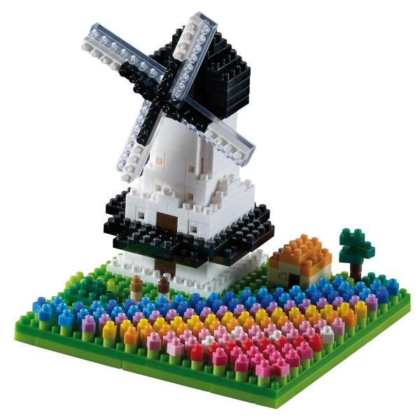 Brixies Windmühle mit Tulpen